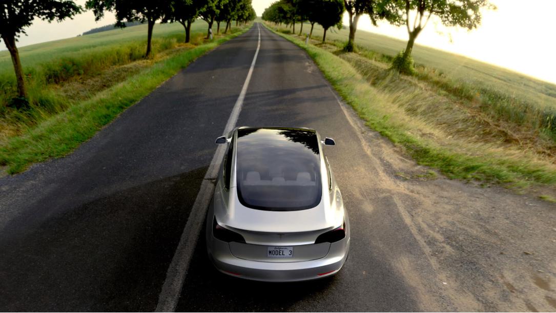 Tesla Model 3, derrière